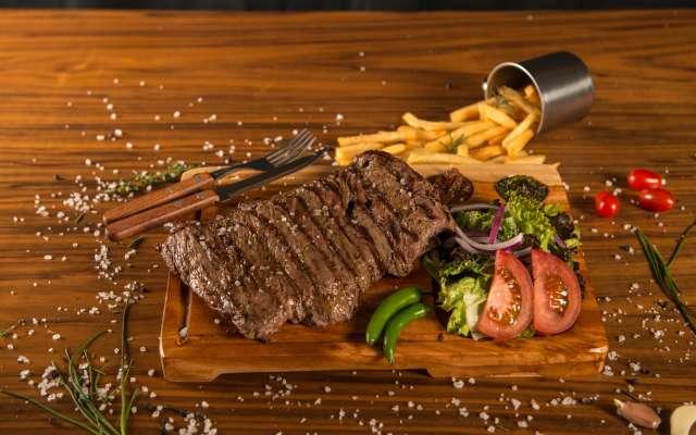 Una particularidad que distingue al restaurante es el sabor que le da a sus platillos el uso del carbón, mismo que se compone de piedra volcánica y otros elementos. Foto: Cortesía
