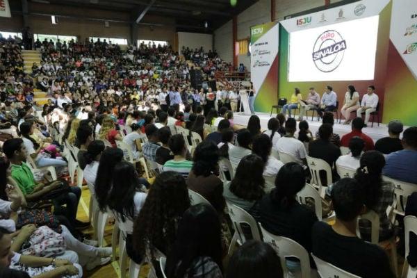 El gobernador Quirino Ordaz les dijo a los estudiantes que siempre tendrán en él a un amigo y un aliado Foto: Especial