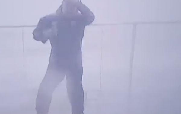 De acuerdo al video difundido en redes, se trata de Jim Cantore, un periodista especializado en meteorología
