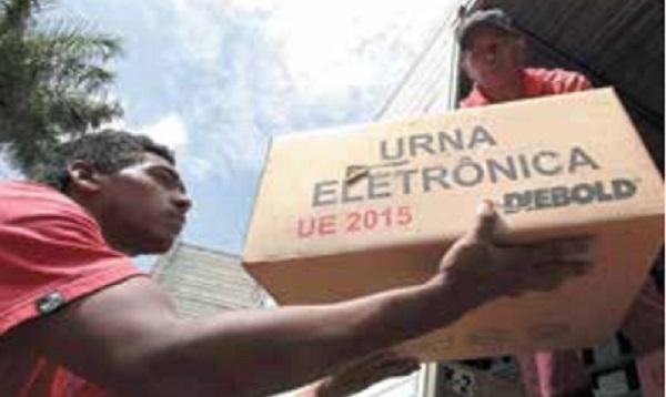 VOTACIÓN. Ayer se distribuyeron las urnas electrónicas para los sufragios. Foto: AP