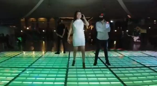 El video que circula a través de redes sociales ha alcanzado de 15 mil comentarios, la mayoría de condena el baile violento. Foto: Especial