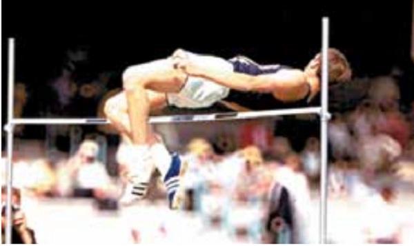 POTENCIA. Tras un gran impulso de pies, Fosbury logró su oro antes de ser profesional. Foto: Especial