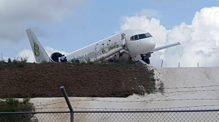 Volamos unos 10 o 15 minutos sobre el océano Atlántico y dimos varias vueltas, comentó un pasajero. FOTO: AFP FOTO:AFP