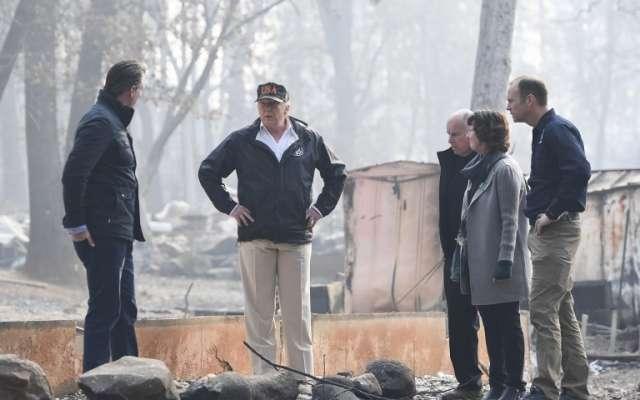El mandatario de EU llegó a Paraíso, una de las comunidades más afectadas  FOTO: AFP