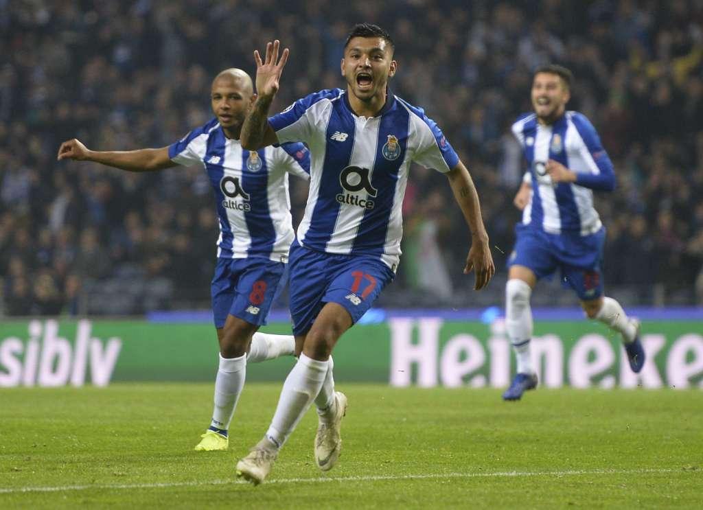 APORTA. Jesús Corona anotó su tercer gol en esta edición de la Champions League. Foto: AFP