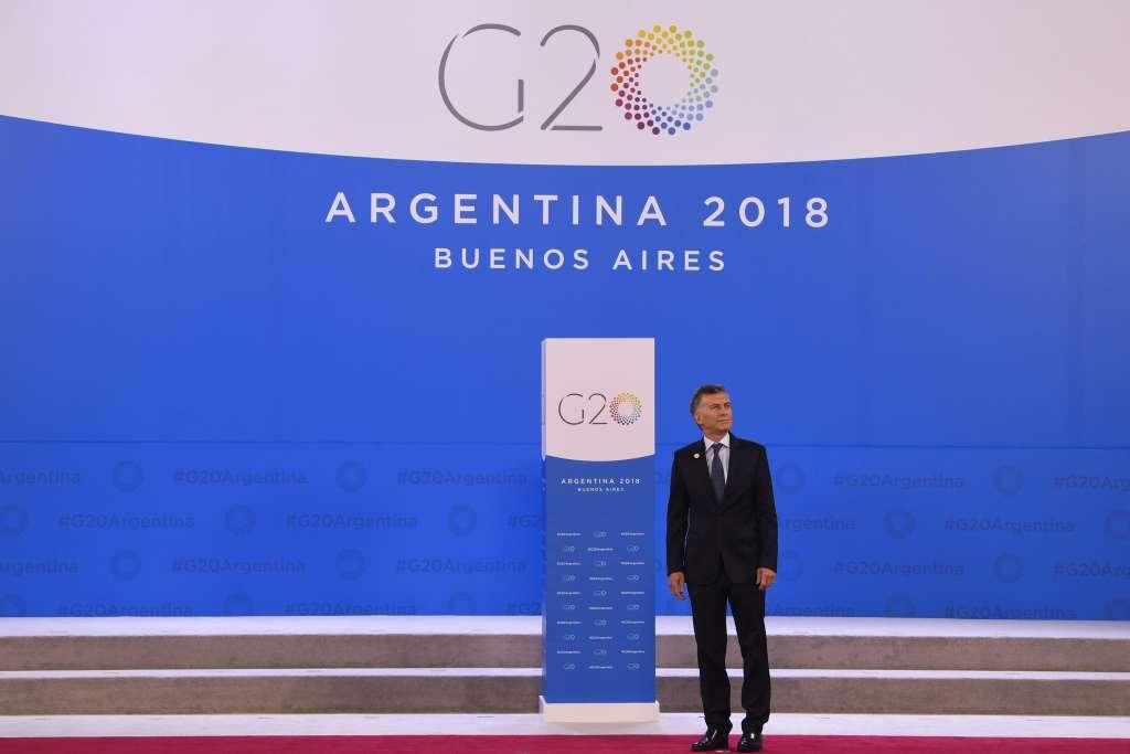 El presidente argentino, Mauricio Macri, aguarda la llegada de los líderes del G20 durante la Cumbre del G20 en Buenos Aires. Foto: EFE
