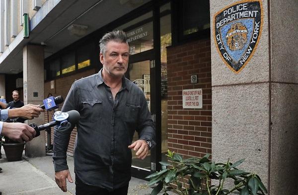 Esta no es la primera ocasión que Baldwin es detenido a causa de un accidente violento, ya que en mayo de 2014 fue arrestado por insultar gravemente a una pareja de policías. Foto: Twitter