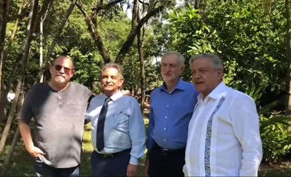 Andrés Manuel estuvo acompañado por el líder del Partido Laborista británico, así como de Silvio Rodríguez y el presidente de la comunidad de Cantabria, España, Miguel Ángel Revilla. Foto: Especial
