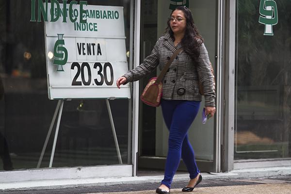 Por ser día festivo no darán servicio los bancos. FOTO: CUARTOSCURO