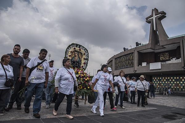 Los peregrinos se dirigen al recinto mariano. FOTO: CUARTOSCURO