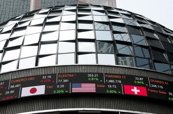 Las acciones del sector financiero, como las del Banorte, que maneja el segundo mayor banco del país, y de Santander, perdieron entre 8 y casi 12 por ciento en la sesión. Foto: Cuartoscuro