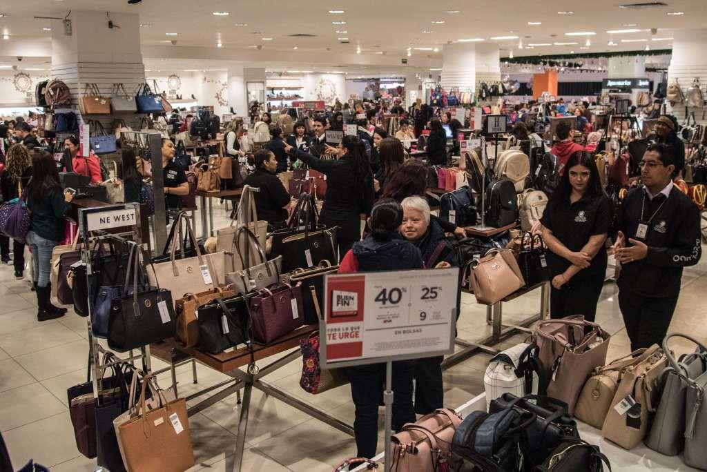 OFERTAS. Buscan reactivar la economía fomentando el consumo. Foto:  Cuartoscuro