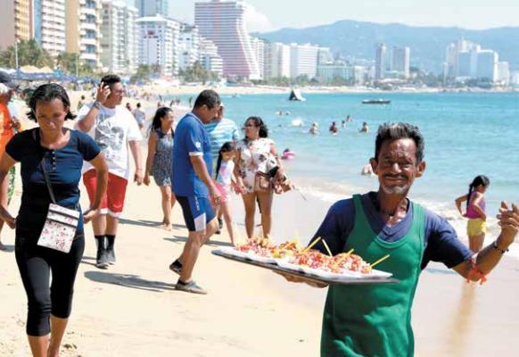 ARENA. Acapulco fue uno de los puntos turísticos que prefirieron los capitalinos para huir del megacorte de agua. Foto: Cuartoscuro