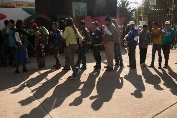 Mujeres, niños y hombres originarios de El Salvador yHonduras arribaron a las 09:30 de la mañana al albergue. Foto: Archivo | Cuartoscuro