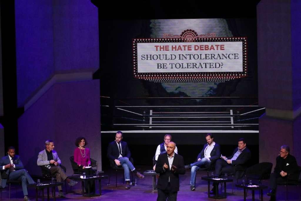 Deliberan sobre odio e intolerancia. Miguel Carbonell (centro), investigador de la UNAM, debatió sobre la libertad de expresión. Foto: Enfoque