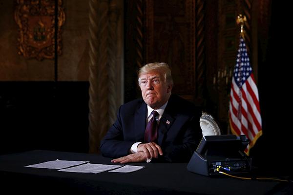 El presidente de Estados Unidos fue blanco de burlas. FOTO: REUTERS