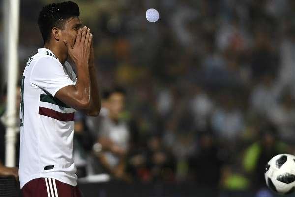 FALLÓ. Jesús Gallardo tuvo dos oportunidades de acercar al Tricolor, pero no aprovechó. Foto: AFP