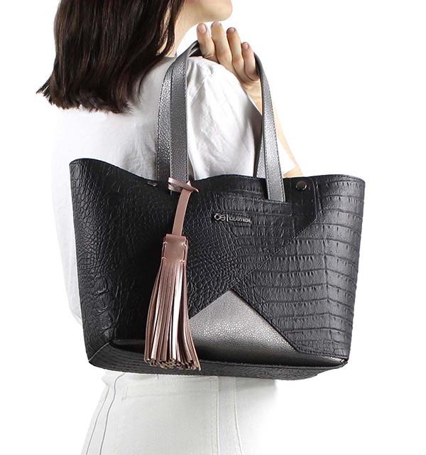 Diseño y practicidad hacen de estos bolsos los favoritos de las ... 40deffe7e8a3