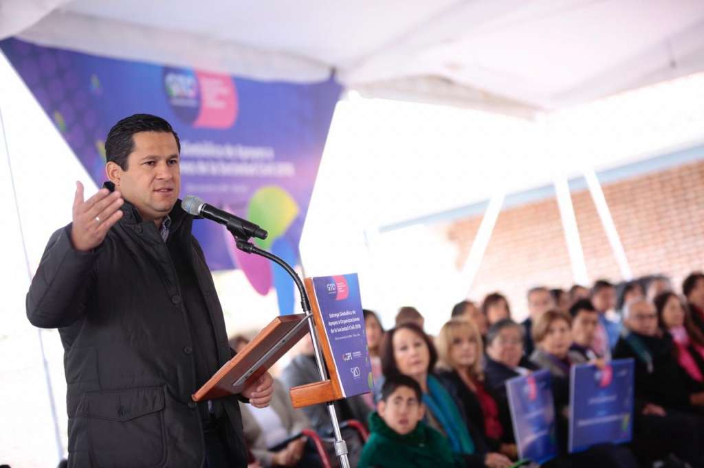 El Gobernador exhortó, también, a crear más asociaciones civiles en el Estado y no sólo concentrarlas en el Corredor Industrial