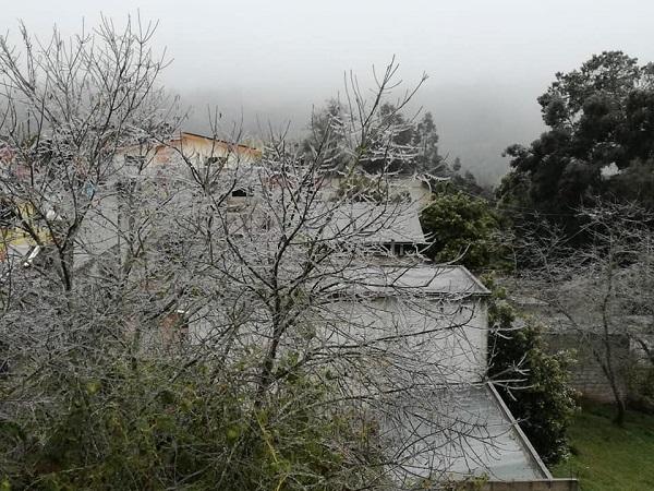 En el municipio de Acaxochitlán se registró falta de energía eléctrica que ha afectado a 40 colonias de la demarcación. Foto: Ignacio García