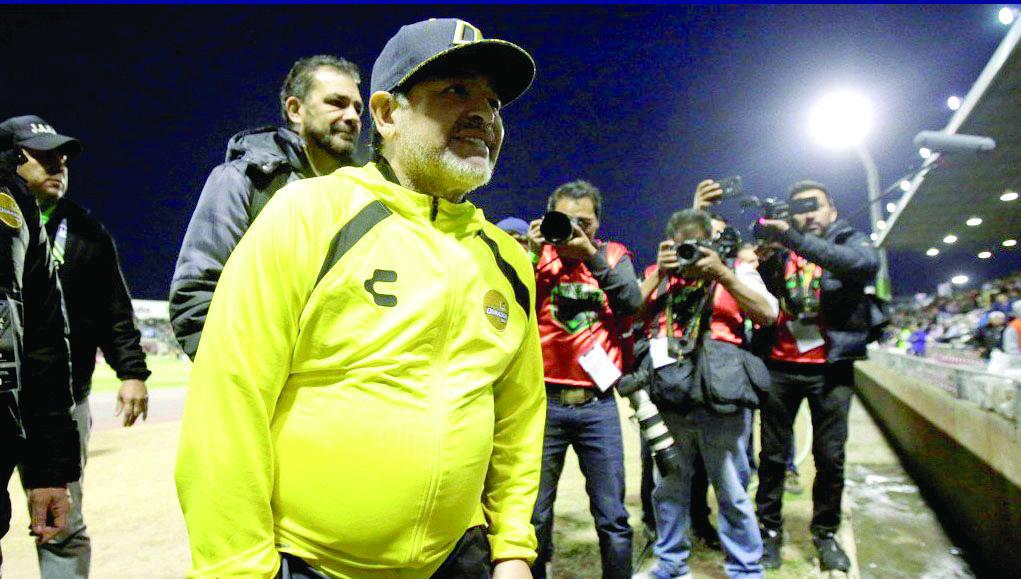 CUMPLE. Diego Armando Maradona llegó a su primera Final como técnico en México. Foto: Especial