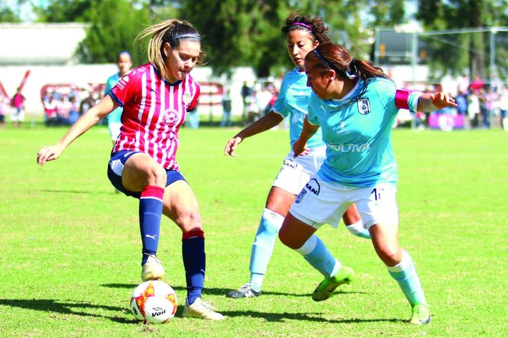 PRESIÓN. Norma Palafox no pudo ayudar a Chivas para asegurar el cuarto sitio de la tabla. Foto: : @LIGAMXFEMENIL
