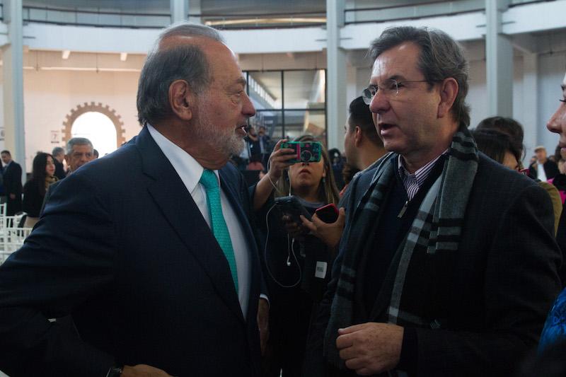 El empresario Carlos Slim Helú y Estebán Moctezuma, futuro secretario de Educación Pública, asistieron a la presentación del proyecto