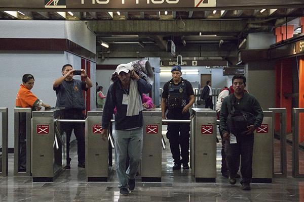 Viajaron en Metro hasta El Toreo donde continuará su recorrido por Periférico. FOTO:  CUARTOSCURO