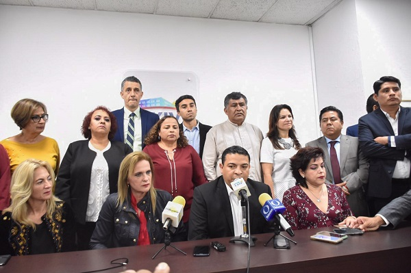 Diputados de la bancada de MORENA del Congreso de Veracruz, en conferencia de prensa exigieron esclarecer el asesinato de la hija de la diputada Carmen Medel. Foto: Cuartoscuro