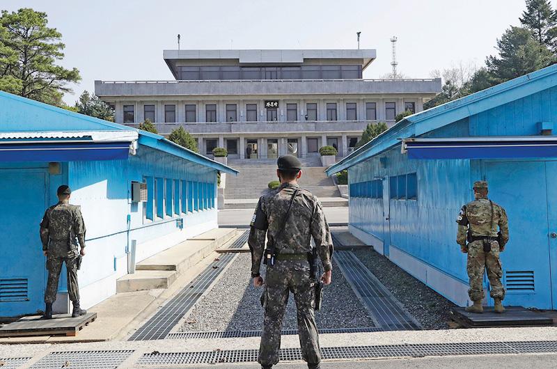 La zona de seguridad fronteriza, de 248 kilómetros de largo, está salpicada con millones de minas terrestres. Foto: AP