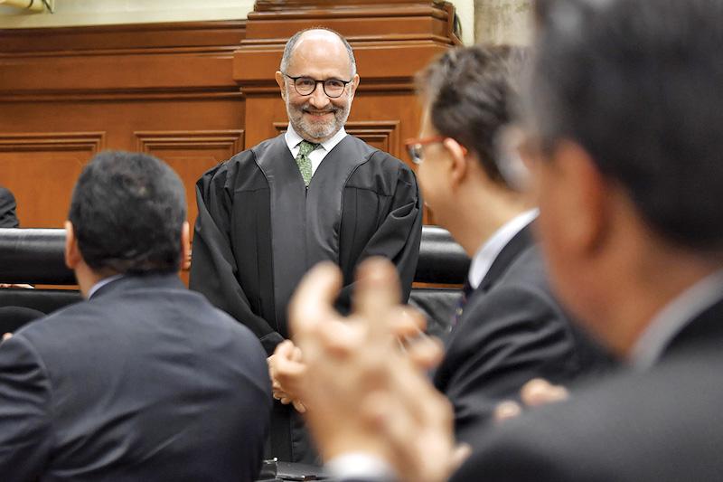 En sesión  solemne, el Pleno de la Suprema Corte de la Justicia de la Nación se rindió honores al ministro Cossío Díaz, quien pasa al retiro. Foto: Edgar López / El Heraldo de México.