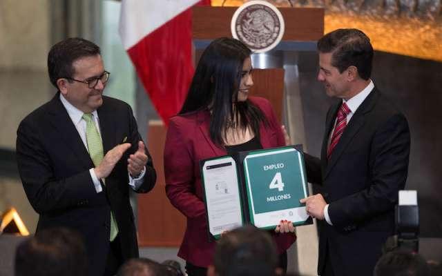 El presidente de la República Mexicana, Enrique Peña Nieto encabezó la presentación de los resultados del sector de economía y generación de empleos en su sexenio. FOTO: ILSE HUESCA /CUARTOSCURO.COM