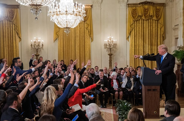 El presidente afirmó que los medios estadounidenses son negativos para la población. Foto: EFE