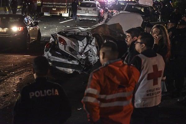 Sube a 10 la cifra de muertos tras accidente provocado por tráiler en la México-Toluca