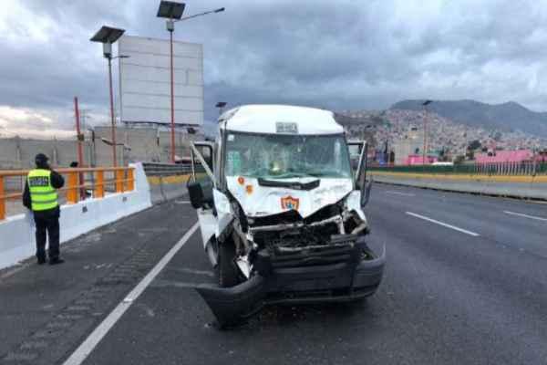 Las autoridades solicitaron a los automovilistas tomar precauciones. Foto: @ApoyoVial