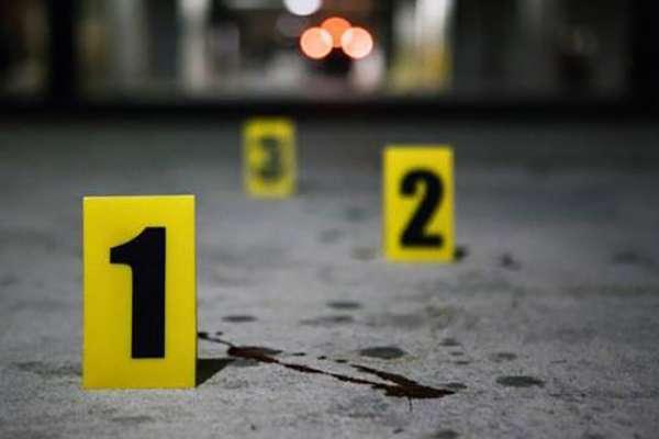 Los cuerpos fueron encontrados al interior de una camioneta blanca abandonada.  FOTO: ESPECIAL