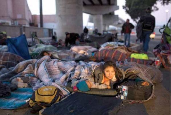 ÉXODO. Migrantes dejaron el albergue por el hacinamiento que registra. Foto: AFP