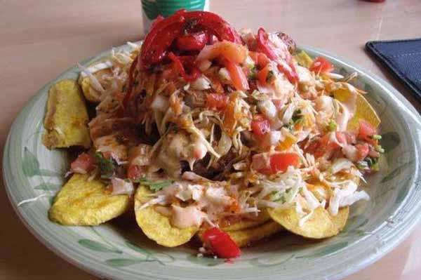 En la gastronomía de este país centroamericanos destacan los mariscos, frijoles, tortillas, arroz lácteos, legumbres, café, entre otros.