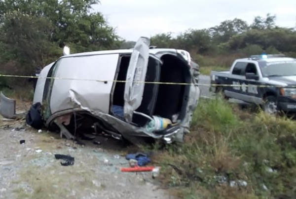 Este jueves se reportó la volcadura de un auto gris Nissan Tiida en la carretera Cuautla- Cuernavaca. FOTO: ESPECIAL