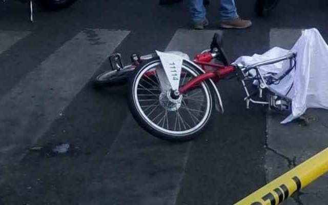 La mujer viajaba en una bicicleta del sistema Ecobici. Foto: @ciemergencias