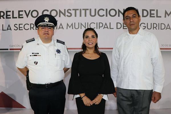 La alcaldesa de Benito Juárez, Mara Lezama, aseguró que el actual encargado de la Seguridad Pública de Cancún, Jesús Pérez Abarca, seguirá al frente de la dependencia.