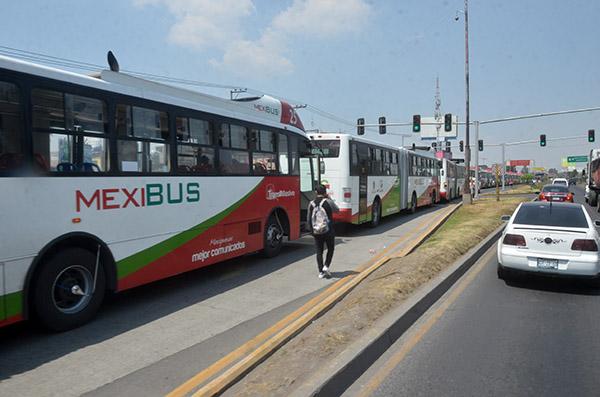 La Línea 2 del Mexibús presenta retraso en el servicio, debido a la carga vehicular por reparación de la avenida López Portillo FOTO: CUARTOSCURO