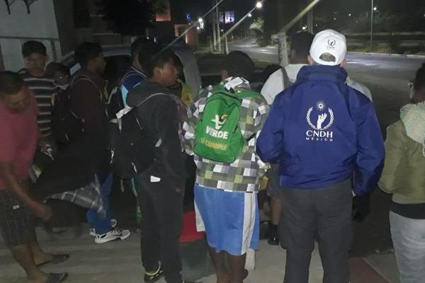 Integrantes de la sociedad civil los acompañan. FOTO: @CNDH