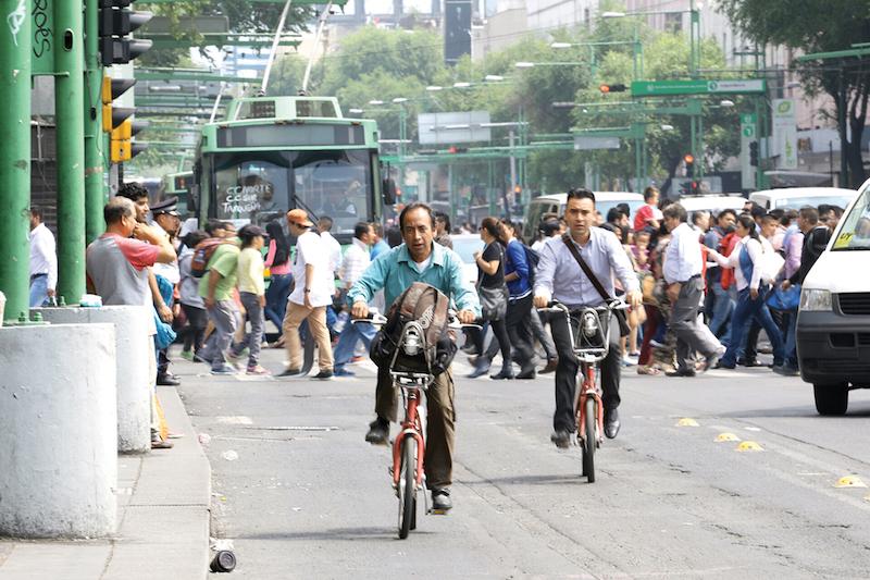 El carril compartido para el Trolebús y los ciclistas es una obra indispensable que conectará el sur con el norte. Foto: Leslie Pérez / El Heraldo de México