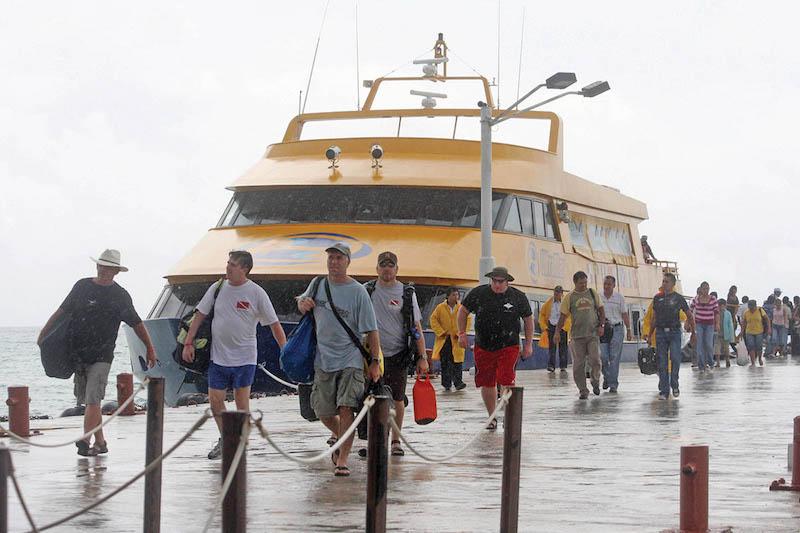 Una empresa mantiene el control del transporte entre Cancún e Isla Mujeres.  FOTO: MARCO POLO GUZMÁN HERNÁNDEZ/CUARTOSCURO.COM