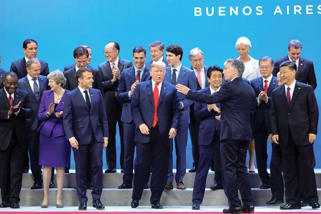 l BROMEAN. Los líderes se dieron unos minutos para relajarse antes de la foto oficial. Foto: AFP