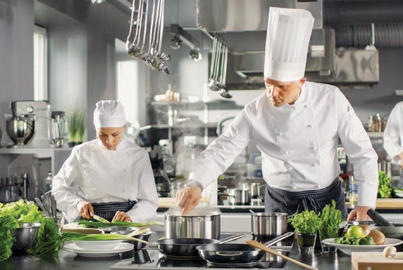 Las empresas de servicios de alimentación deben cumplir con dietas balanceadas. Foto: Especial.