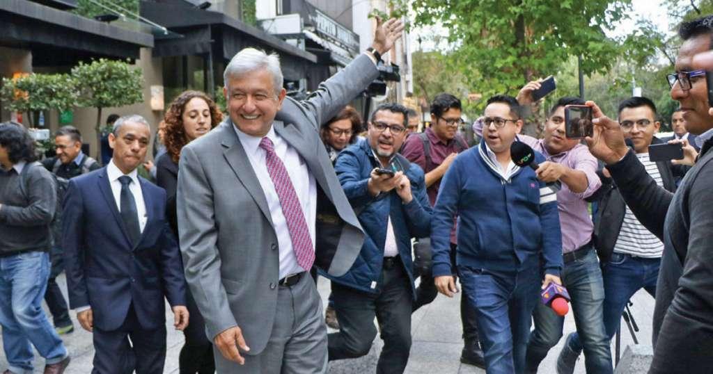 El Presidente electo salió satisfecho de la comida con empresarios que tienen contratos en la fallida obra de Texcoco. Foto: Cuartoscuro.com
