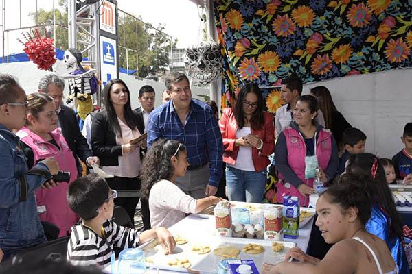 Amieva estuvo en el Panteón Civil Dolores en la Alcaldía de Miguel Hidalgo. FOTO: TWITTER