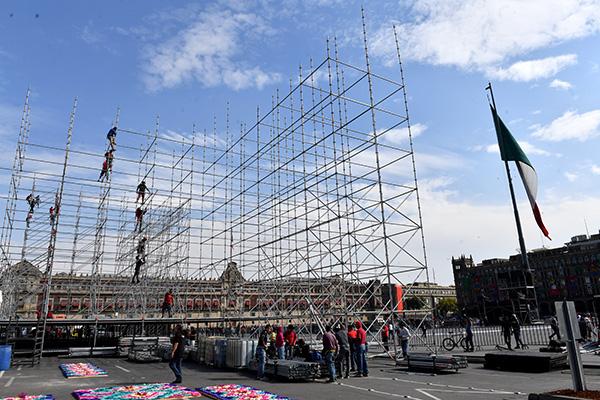 A las cuatro de la tarde, la plancha del Zócalo capitalino será testigo de un festival cultural.  FOTO: PABLO SALAZAR